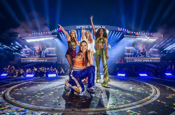 361758_883238_sg_dublin_timms_0064_web_ Spice Girls brilham em figurinos com cristais Swarovski em turnê mundial