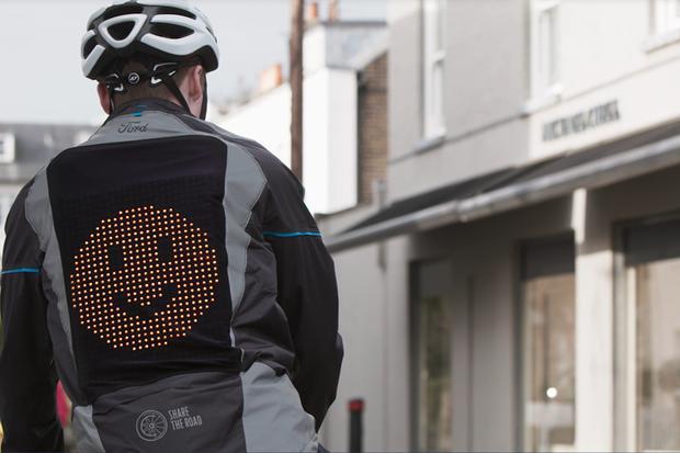 """Ford-JaquetaEmoji-1 Ford cria a """"Jaqueta Emoji"""" para comunicação de ciclistas no trânsito"""
